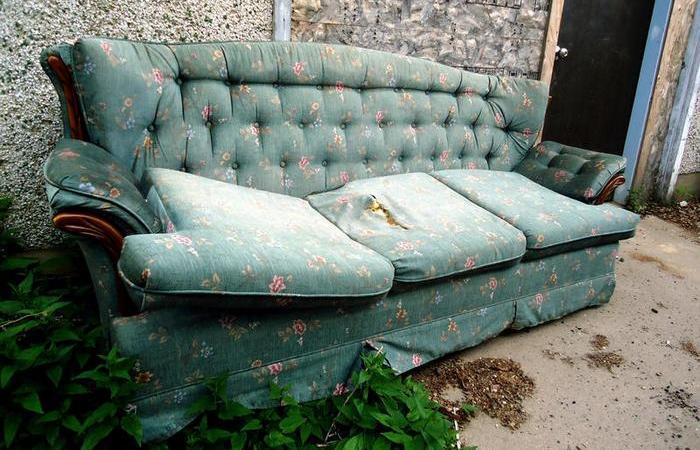 6 ошибок, которые портят диван раньше срока.