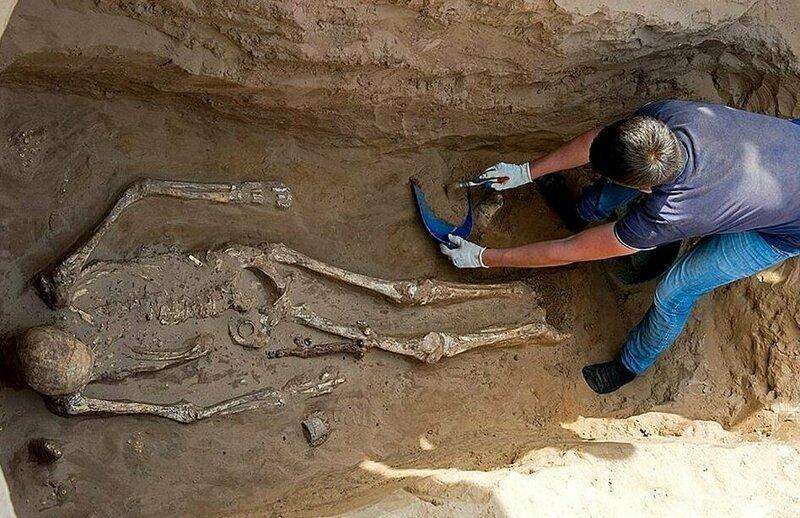 Ученые полагают, что захоронение принадлежит вождю сарматского кочевого племени, которое господствовало в этой части России до 5 века н. э. Астрахань, Сармат, археология, драгоценность, захоронение, находка, россия