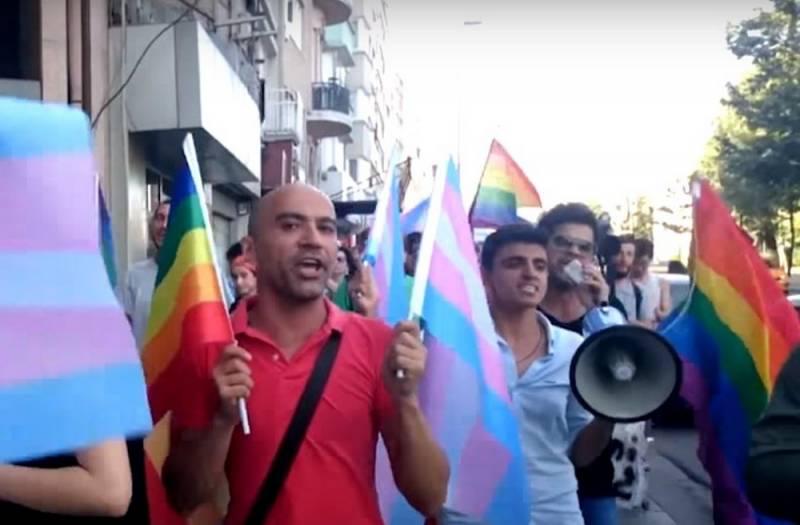 В Турции официально разрешили гей-парады