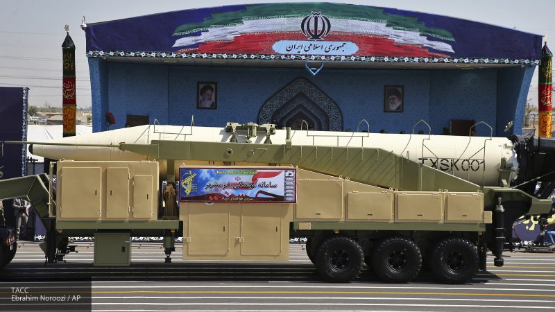 ВС Ирана показали на параде военной техники баллистическую ракету с новой боеголовкой