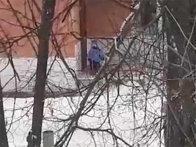 Воспитатели забыли ребенка н…