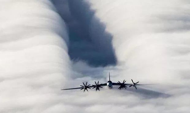 Воздушно-космические силы России разгонят облака над Москвой в День Победы