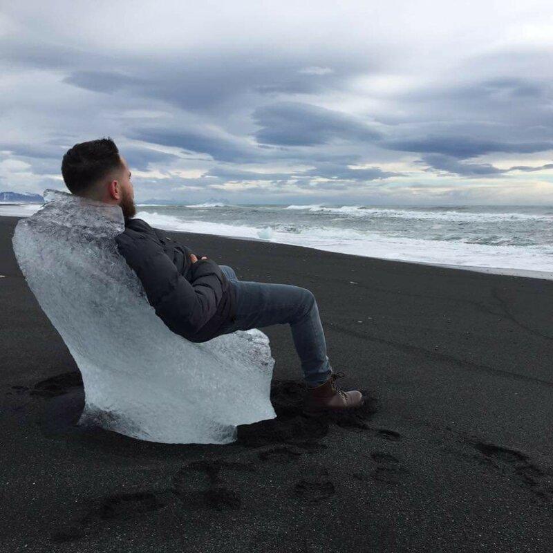 9. «Вынесенный на берег кусок льда стал идеальным троном» в мире, вещи, интересно, находка, пляж, удивительно