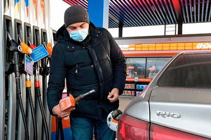 Названы причины для дальнейшего роста цен на бензин в России Экономика