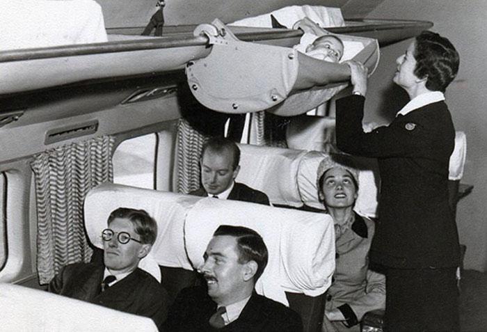 Как дети путешествовали на борту самолета в 1950-х