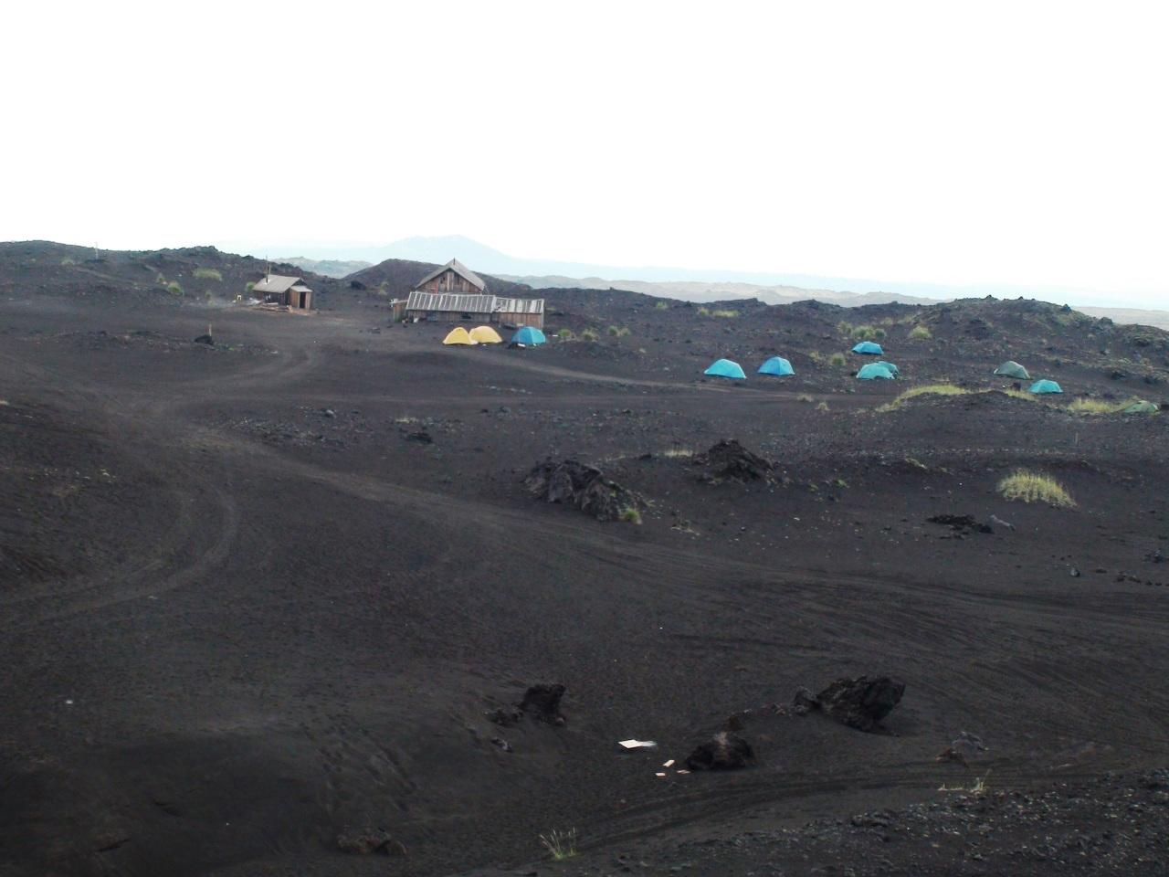 На вулканическом пепле.
