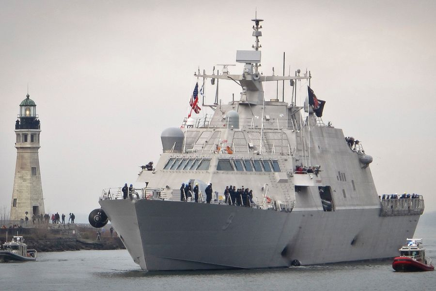 Новейший американский боевой корабль вышел в первый поход и застрял