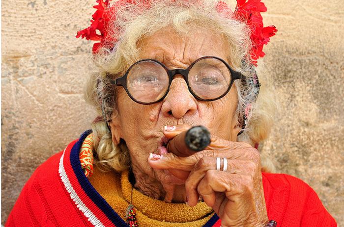 Открытку отправить, смешные картинки бабки курят