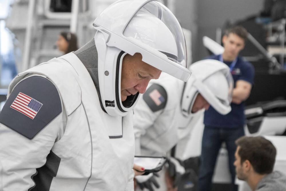 Конструктор скафандров раскритиковал костюмы Илона Маска