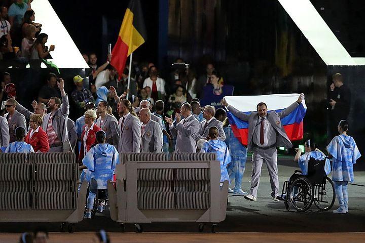 Фомочкин хочет подарить российским паралимпийцам флаг, который он пронес на стадионе в Рио