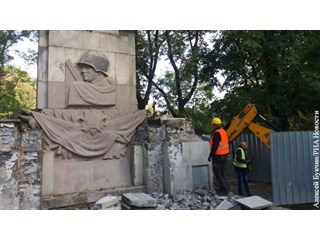 Памятники Красной Армии в Польше защищает лишь прах советских солдат геополитика
