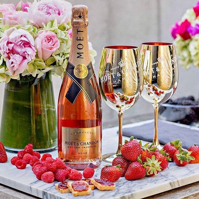 С днем рождения шампанское цветы картинки