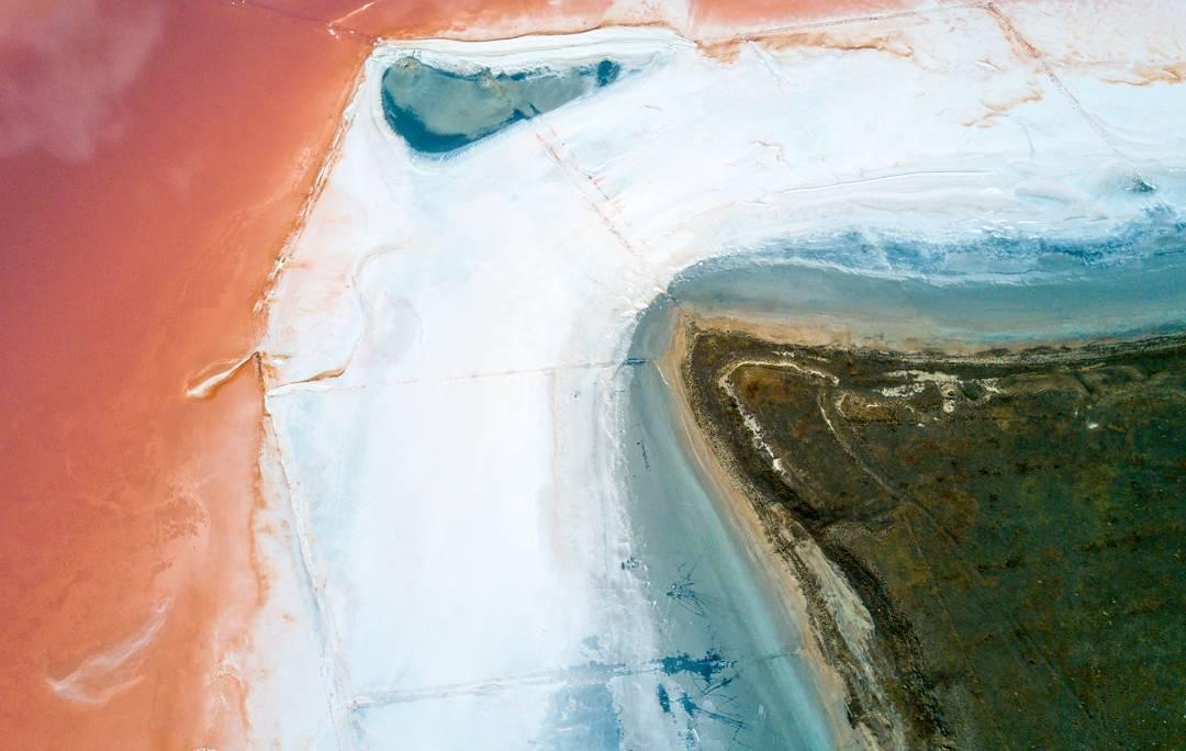 8 завораживающих фото розового Чокракского озера, которое находится в Крыму путешествие,туризм
