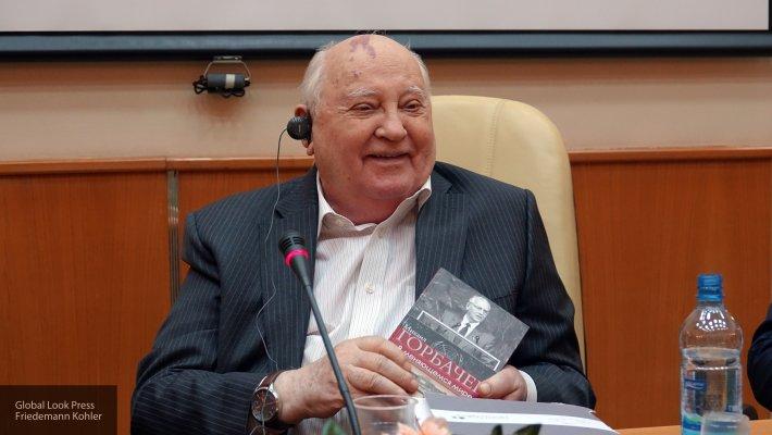 Горбачев заявил о необходимости отменить новогодние и майские праздники в России