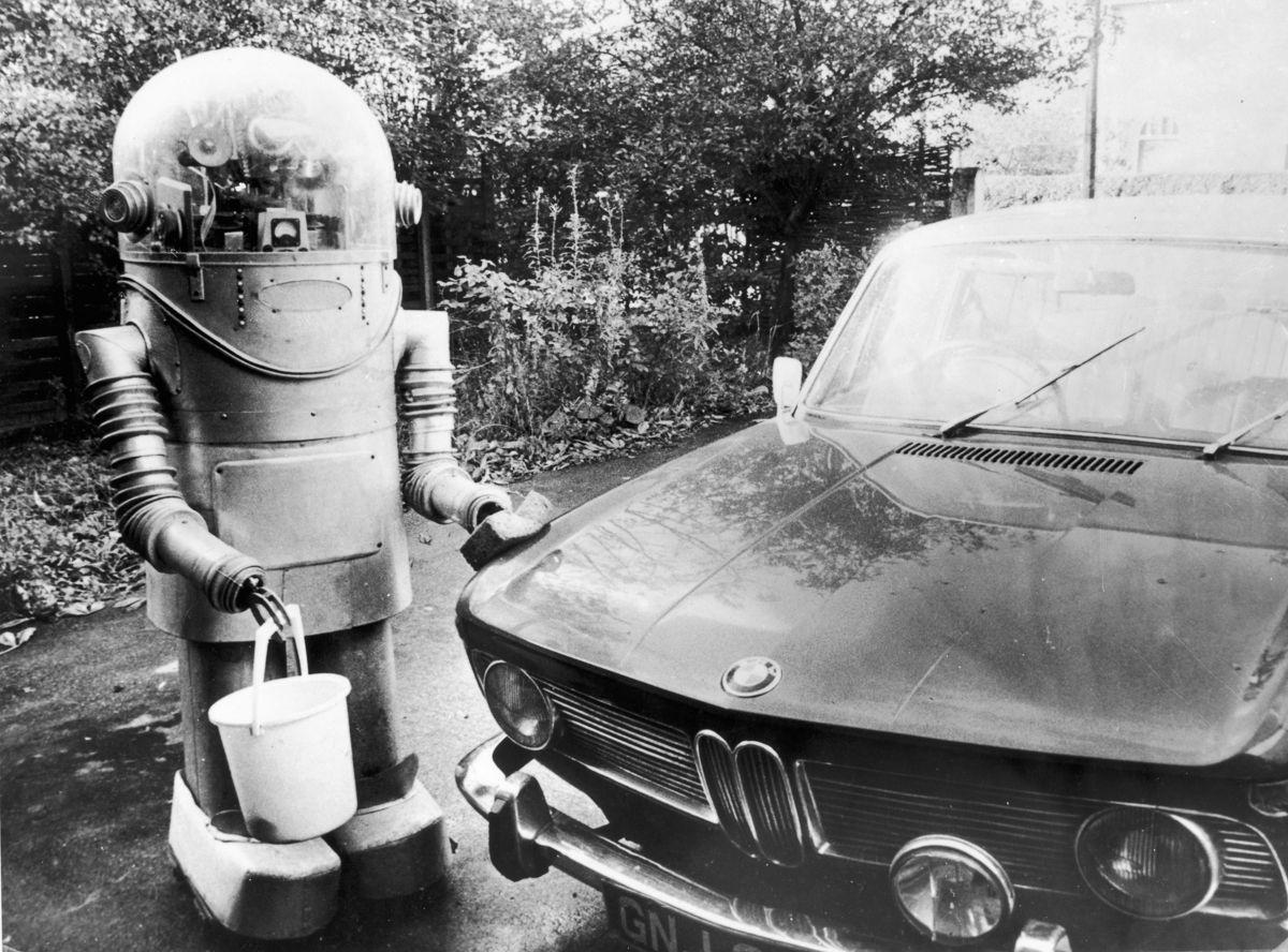 Ретро роботы: они курили, играли в карты, дышали огнем и клали болт на работу