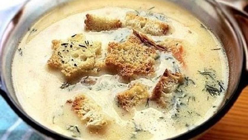 Сырный суп по-французски с гренками: отличный семейный обед