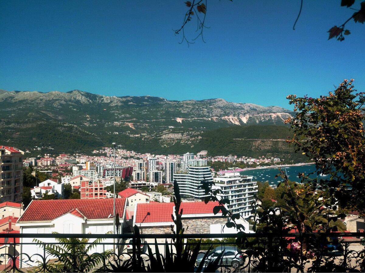 Две крайности: в каких домах и как живут люди в Черногории