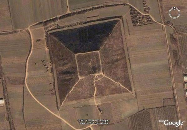 Почему пирамиды  Китая держатся  в тайне