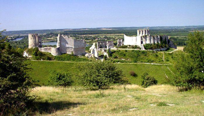 Руины замка Шато-Гайар, в котором произошла жестокая бойня, после проникновения врагов через данцкер.   Фото: LiveInternet.