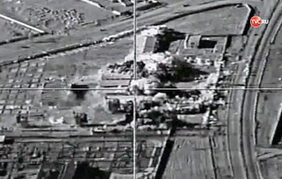 Бомбардировщики ВКС России атаковали склады ИГ в Сирии