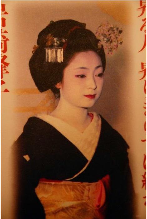Самая высокооплачиваемая гейша Японии Минеко Ивасаки в молодости, около 1965 г.