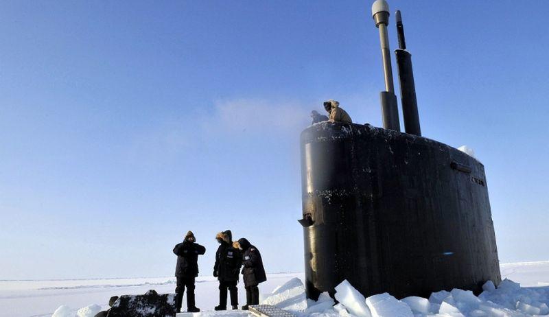 Для освобождения американской субмарины из ледового плена привлекут таджиков