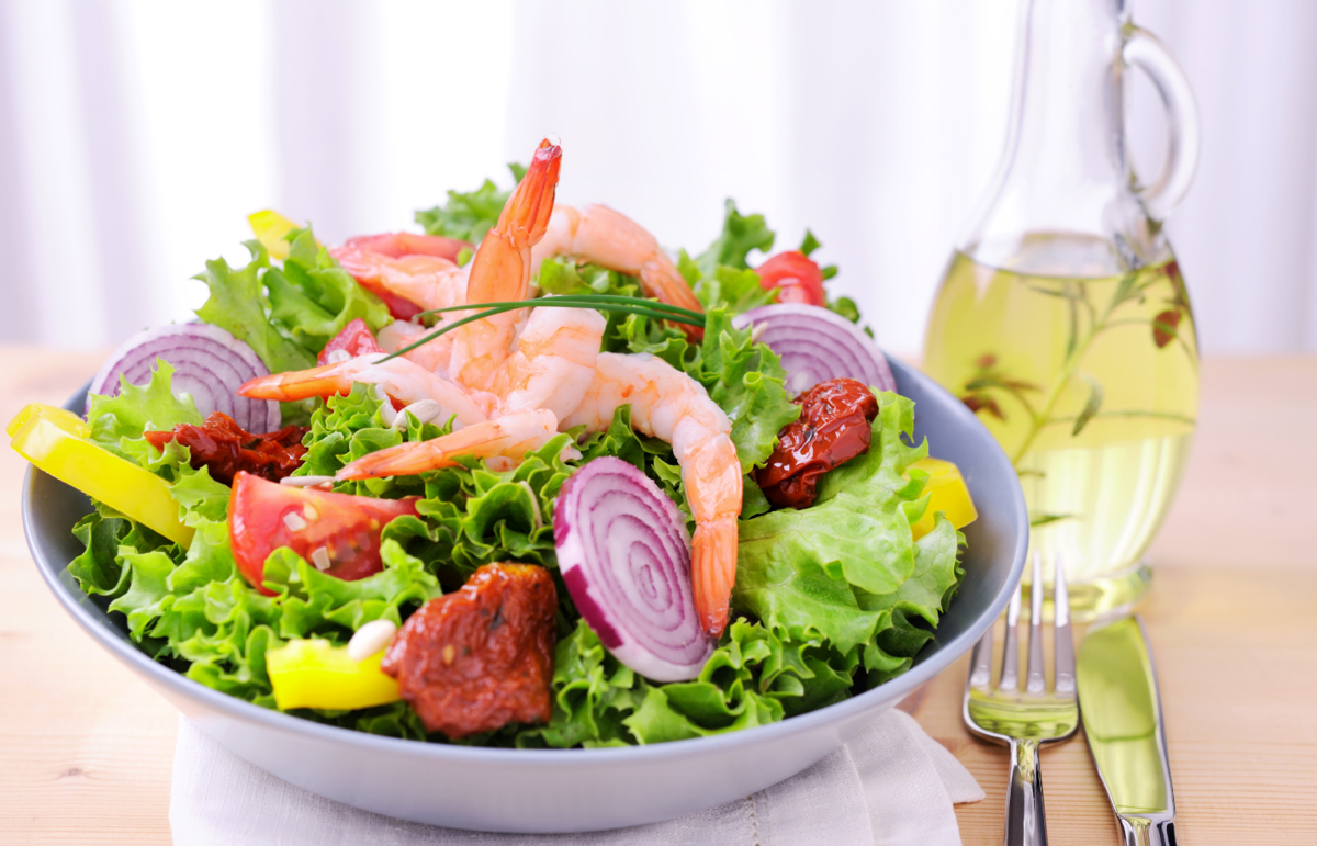 5 салатов с креветками: вкусные, легкие, простые в приготовлении салаты