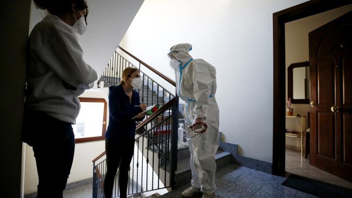 Лук в коридоре и секретный чай: Как не заразиться COVID, если в семье кто-то уже болеет россия