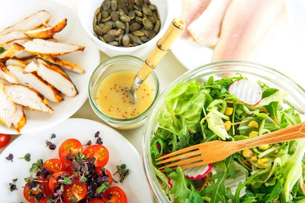 5 способов сделать вкуснее летний салат
