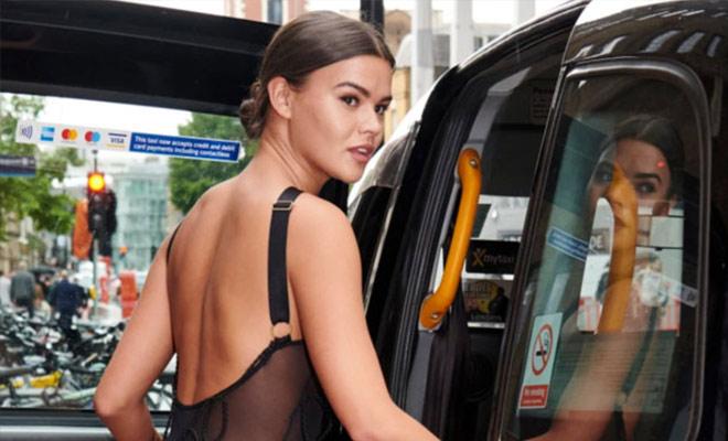 Женщина надела прозрачное платье и отправилась в город