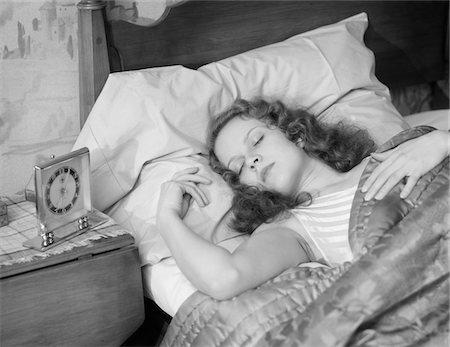 Чем опасно спать на спине