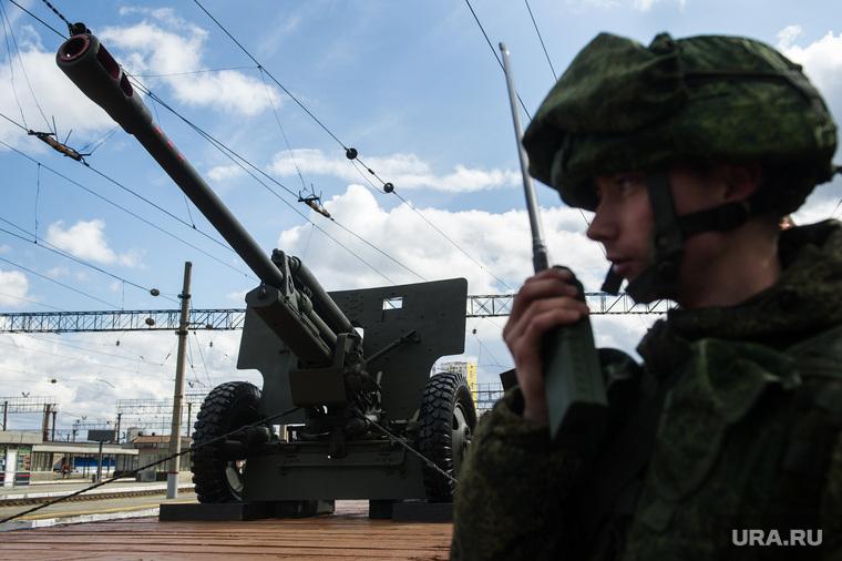 Baza: в Пскове военный выстрелил из пушки по торговому центру
