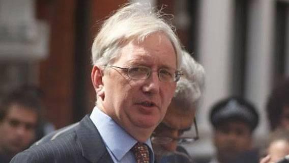 Бывший британский посол Крейг Мюррей был заключен под стражу за публикацию информации об обвинителях Алекса Салмонда