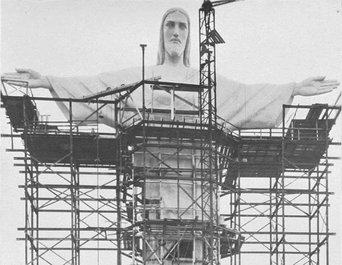 Возведение статуи Христа-Искупителя в Рио-де-Жанейро (1924 г., Бразилия).