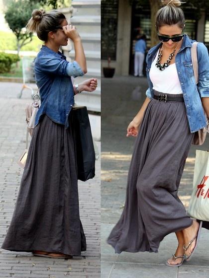 Девушка в широкой, длинной юбке и джинсовой рубашке