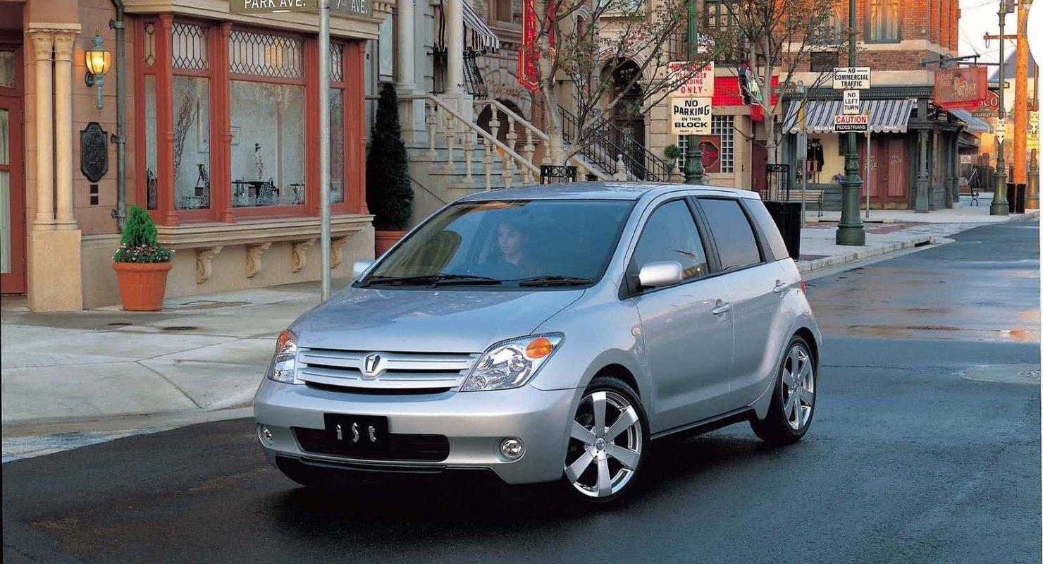 Toyota Ist: Компактный городской автомобиль для истинных леди Автомобили