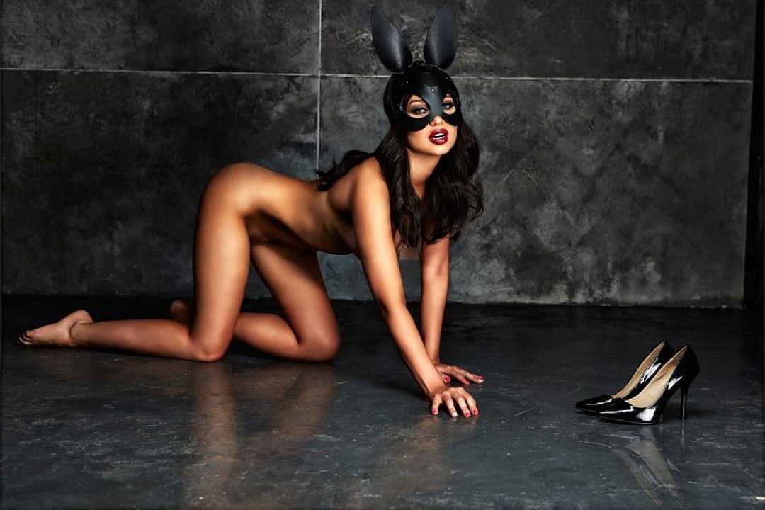 Сексапильная модель Playboy …