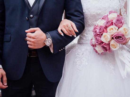 """""""Жениться на двоюродной сестре"""": врач назвала опасности родственных браков"""