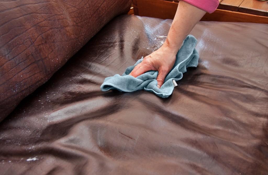 Удалить пятно с обивки мебели фото