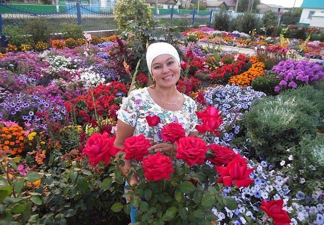 Цветочный рай прекрасной женщины. вы только посмотрите на эту красоту!