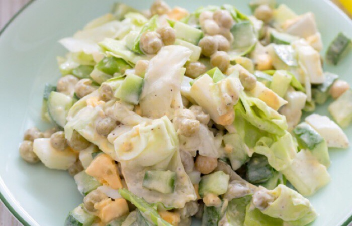 Мега аппетитный салат с яйцами и горошком