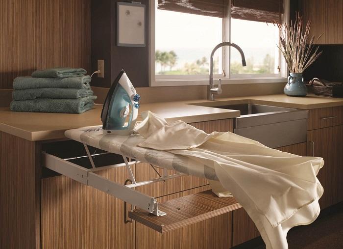 Такая гладильная доска идеально подойдёт для современной малогабаритной квартиры.