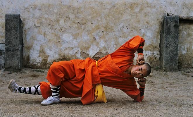 Монах Шаолинь записал на видео тренировку на каждый день: выполнять упражнения можно в квартире