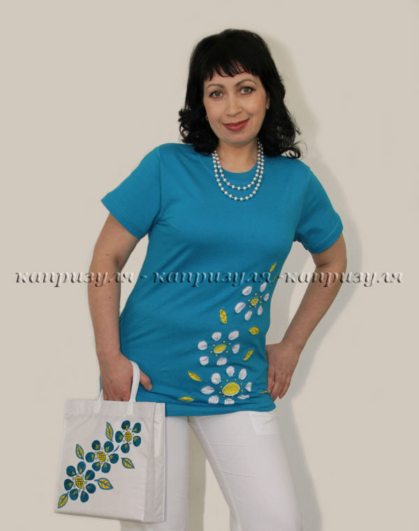Украшаем женскую футболку цветами