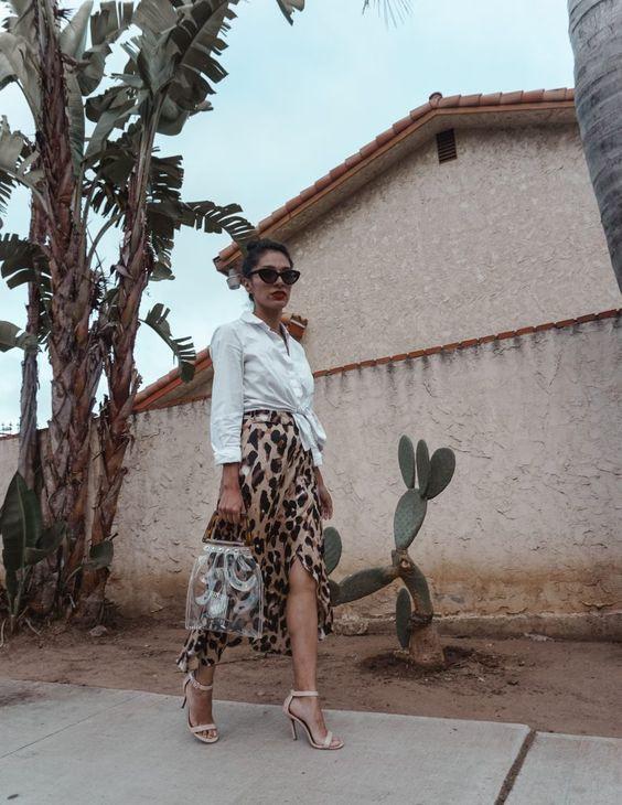 Леопардовая юбка и рубашка