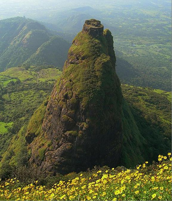 """Удивительный форт Калавантин Дург в Индии. Лестница """"богов"""" и странная история создания"""