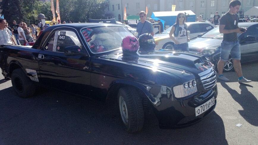 """ГАЗ-3110 """"Волга"""" превратили в яркий пикап с передней частью от Chevrolet Camaro авто"""