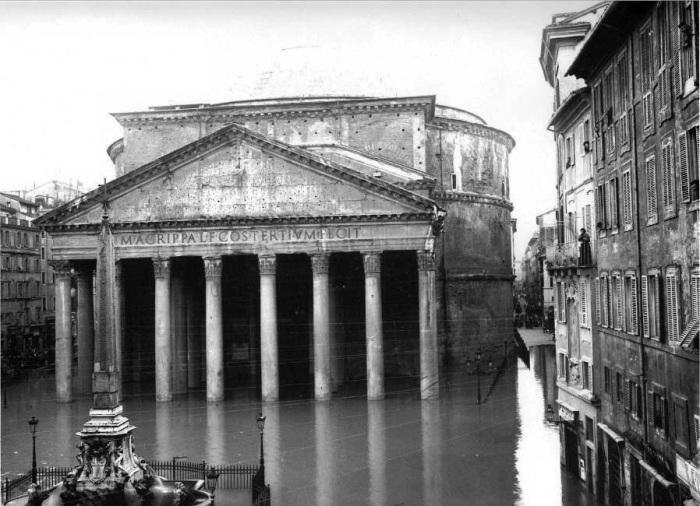 Несмотря на 2 тысячелетнюю историю и постоянные природные катаклизмы Пантеон сохранился в прекрасном состоянии. | Фото: trip-together.ru.