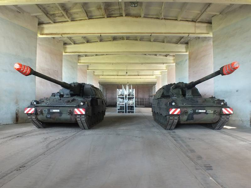 Литва получила две самоходные гаубицы PzH2000