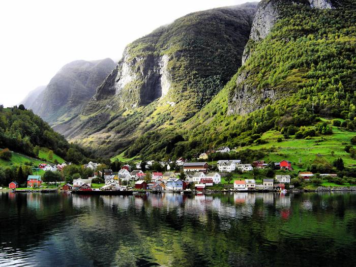 Живописная деревня, в которой коз больше, чем людей.